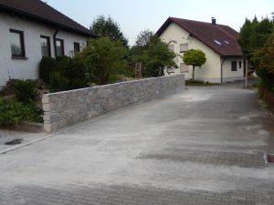 Gartenbau Laupheim, Natursteinmauer anlegen